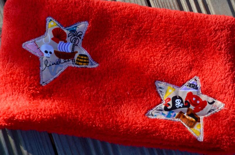 Tour de cou Rouge étoiles pirates