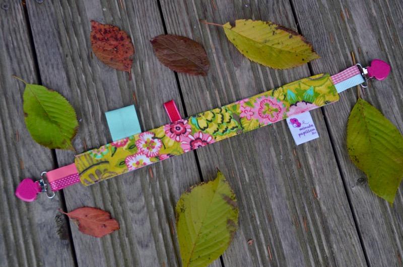Accroche-doudou fleurs et pois roses